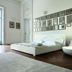 Model łóżka Deco Glove. Fot. Bonaldo