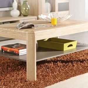 Stolik Yoop firmy Forte to klasyczny model stolika kawowego. Prosta konstrukcja oraz półka pod blatem na gazety lub książki sprawiają, że jest on bardzo wygodny i ma ponadczasową linię. Cena 399 zł. Fot. Forte