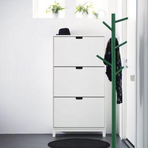Półki do przechowywania obuwia to praktyczne rozwiązanie do przedpokoju. Fot. IKEA