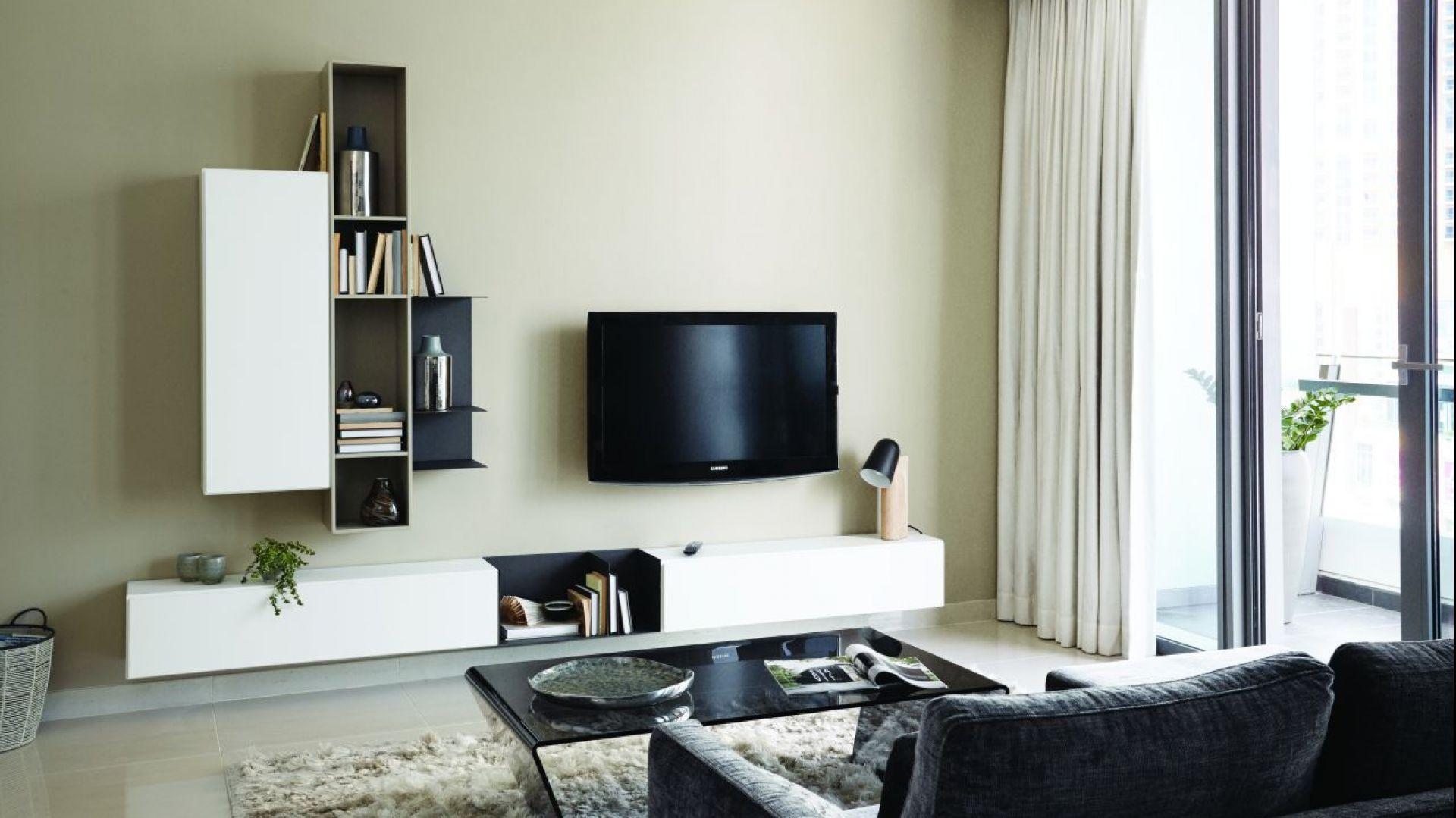Nowoczesny salon wcale nie musi oznaczać ogromnej przestrzeni. Dzięki minimalistycznym meblom nawet najmniejsze pomieszczenie można urządzić nowocześnie. Fot. BoConcept