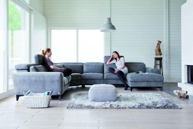 Sofa w salonie. Nowoczesne modele z funkcją relaksu.
