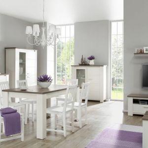 Stół do jadalni z kolekcji Sardynia z oferty Agata Meble. Biel stołu świetnie komponuje się z drewnianym blatem. Fot. Agata Meble