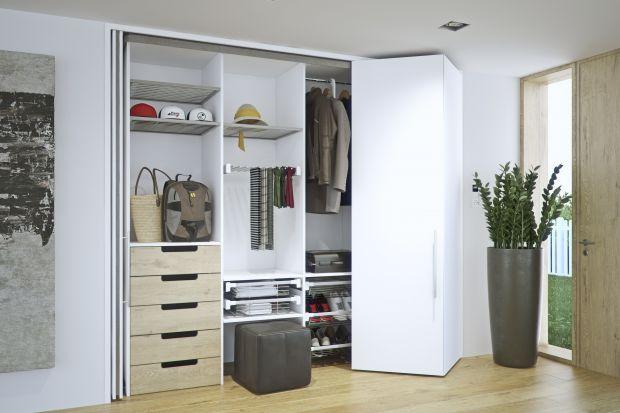 Garderoba to niezbędny element wyposażenia mieszkania. Tak ją możesz sprytnie urządzić w domu.
