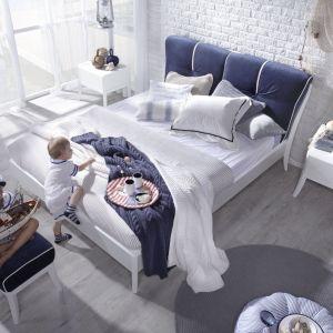 Łóżko Dream Luxury Marina pasuje do sypialni w marynistycznym stylu. Zagłówek ma wspaniały, energetyczny kolor. Fot. Swarzędz Home