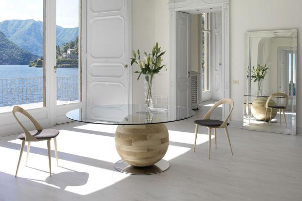 Stół jest bez wątpienia wizytówką jadalni. Zobacz kolekcje, które oszałamiają kształtem i stylem.