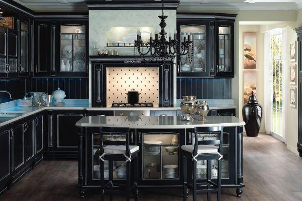 Stylowe meble wprowadzają do wnętrza kuchennego zupełnie nową jakość. Staje się ono przytulne, bezpretensjonalne... taka kuchnia to miejsce idealne do rodzinnego przygotowywania posiłków.