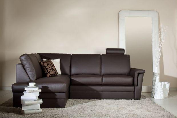 Breno to komfortowy mebel o nowoczesnych prostych kształtach.