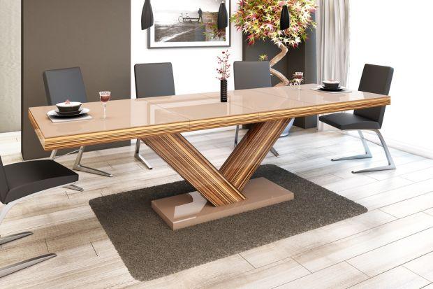 """""""Victoria"""" to stół który zwraca uwagę swoją nietypową podstawą."""