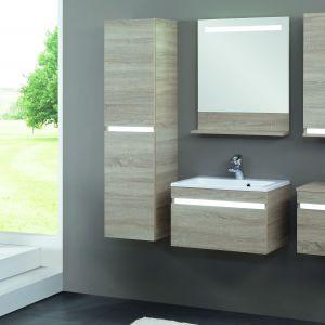 Sonoma to proste formy i minimalistyczny styl szafek o wyglądzie drewna ociepli każde wnętrze. Oryginalne oświetlenie LED-owe podwyższa komfort użytkowania. Fot. Astor