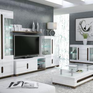 """Kolekcja """"Lotus"""" marki FM Bravo. Fronty mebli zostały wykonane z białego Mdf-u na wysoki połysk w połączeniu z dębem Sanremo. Fot. FM Bravo"""