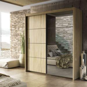 Szafa Inova to piękny dekor drewna i ogromne lustro, które optycznie powiększy sypialnię. Fot. FM Bravo