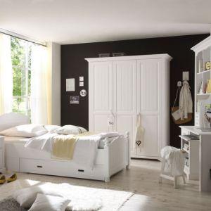 Pokój nastolatki lub małej dziewczynki urządzony meblami z kolekcji Cinderella Premium będzie prezentował się czysto, świeżo i nieco w angielskim stylu. Fot. Bydgoskie Meble