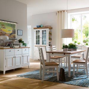 Kolekcja mebli Fado to piękna biel ocieplona drewnem w stylu prowansalskim, który również kojarzy się z wiejską sielanką. Fot. Seart