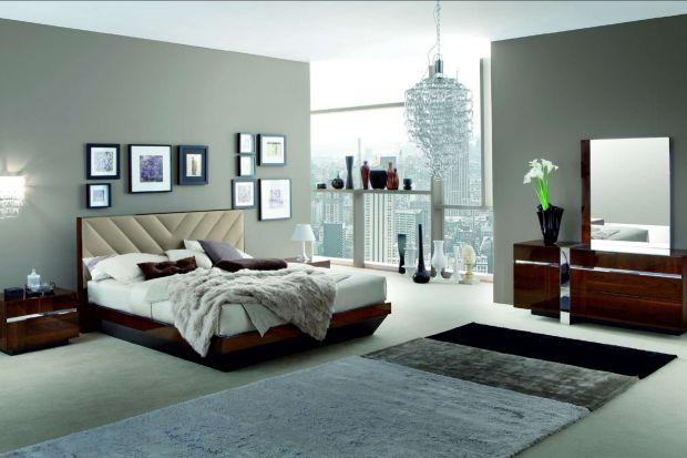 """Sypialnia """"Italia"""" to nowoczesne i zarazem bardzo stylowe meble do sypialni: łóżko, nocne stoliki, komody, wspaniałe toaletki i szafy z wielkimi taflami luster."""