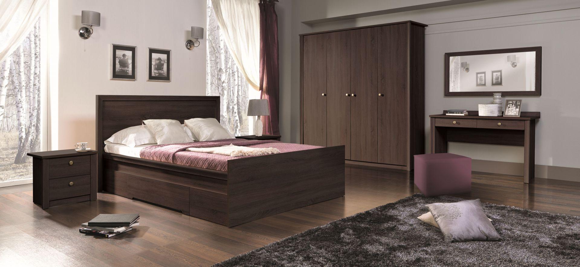 Sypialnia Finezja wyróżnia się tradycyjną formą. Meble w ciemnym dekorze wniosą do wnętrza ciepło oraz przytulny klimat. Fot. Maridex