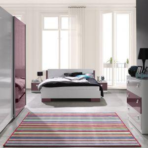 Sypialnia Lux marki Maridex. Fiolet w duecie z kolorem białym tworzy ciekawe połączenie. Fot. Maridex
