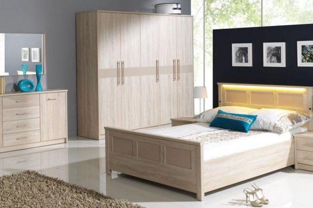 """Drewniane meble do sypialni to absolutny """"must have"""" tego sezonu. Za co je kochamy? Łóżka, szafy i komody pełnią swoje funkcje przez lata, a ich klimatyczna stylistyka nigdy nie wychodzi z mody."""