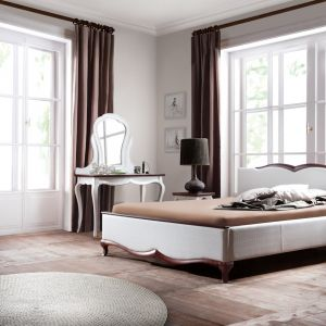 Sypialnia Milano to połączenie jasnej kolorystyki frontów z ciemną podstawą mebla. Meble mają wyrafinowany charakter, a na szczególną uwagę zasługuje delikatny wieniec mebli, który dodaje kolekcji romantycznego klimatu. Fot. Meble Taranko