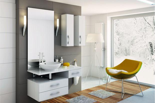 Biel to wciąż numer jeden w wyposażeniu wnętrz. Nie mniejszą popularność notuje także w pokojach kąpielowych. Nic dziwnego. Kolor biały sprawia, że pokój kąpielowy wyglądaczysto i elegancko, a za pomocą niewielkich zmian możemy wykreowa�