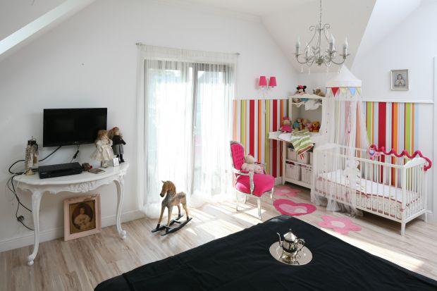 Pokój dziecka musi być urządzony z pomysłem. Pomieszczenie, w którym nasze pociechy spędzają większość swojego wolnego czasu powinno być bezpieczne, wygodne i funkcjonalne - pełnić rolę nie tylko miejsca zabawy i wypoczynku, ale również ro