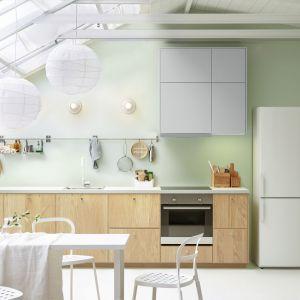 Aneksy kuchenne stosuje się najczęściej w otwartych przestrzeniach. Dobrze jest w nich uwzględnić także miejsce na stół. Fot. IKEA