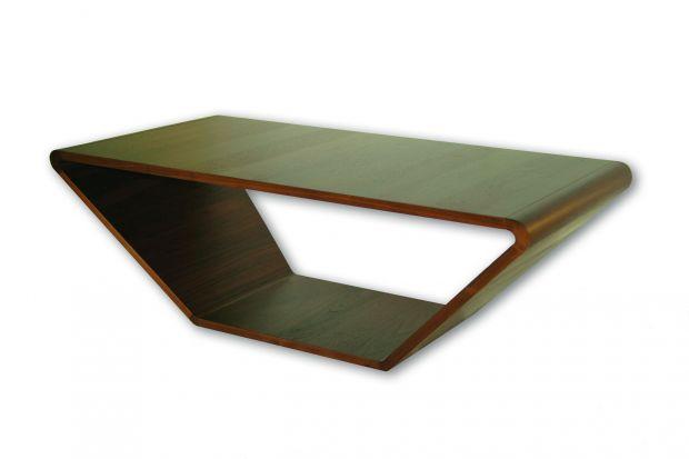 Oryginalny design stolika przyciąga uwagę – forma prosta, a zarazem wyjątkowa udowadnia, że kąty proste nie są obowiązkowe w stolikach.