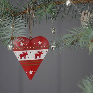 Piękne bombki w kształcie serca z delikatnym wzorem w gwiazdki i renifery. Fot. Dotcomgiftshop