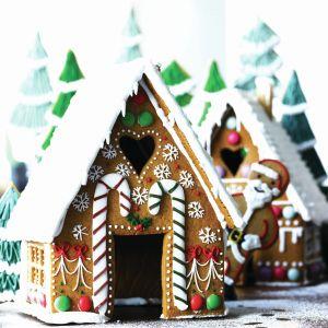 Piernikowy domek to wspaniała ozdoba świątecznego stołu, a także smakowita uczta dla najmłodszych dzieci. Fot. Buiscuiteers Baking