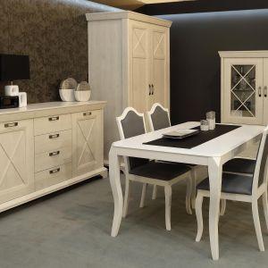 Jadalnia Kashmir prezentuje się elegancko, a dzięki kremowej, beżowej barwie, ociepla pomieszczenia, dodając im przytulności. Cena stołu i krzeseł: 2.395 zł. Fot. Forte