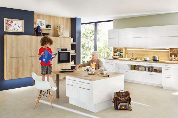W przestrzeni kuchennej coraz częściej pojawiają się niestandardowe rozwiązania. Nie tylko jako jej dekoracja, ale także w formie funkcjonalnych rozwiązań. Zobacz, gdzie możesz umieścić płytę grzewczą.