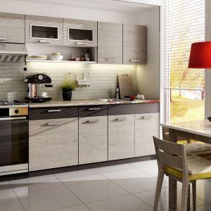 Moreno Picard. Zestaw mebli kuchennych Moreno w kolorze Grafit ma 2,4 m długości. Składa się z 6 elementów, wykonanych z płyty laminowanej. Cena: od 799 zł. Fot. Stolkar