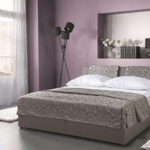 Sypialnia Komfort marki Libro jak sama nazwa wskazuje, jest bardzo komfortowa. Wygodę zapewnią miękkie poduchy przy zagłówku. Fot. Libro