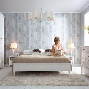 Kolekcja Orland utrzymana jest w klimacie staropolskiego dworku. Jeśli więc sypialnia ma być w królewskim stylu, to ta kolekcja będzie doskonałym wyborem. Fot. Black Red White