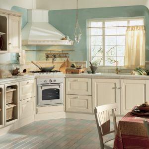 Klasyczne kuchnie są pełne małych, stylowych detali, które wnoszą do wnętrza dużo ciepłego klimatu. Kuchnia Baltimora. Fot. Scavolini