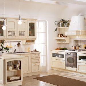 Kuchnia w kremowych beżach jest przytulna i elegancka. Fot. Veneta Cucine