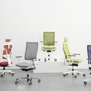 Fotele 4Me oparte są na systemie ruchowym S-Move oraz na mechanizmie synchronicznym typu Self (z automatycznym dostosowaniem do wagi użytkownika). Fot. Nowy Styl