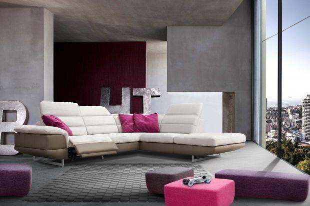 Narożnik dający wiele możliwości wyposażenia salonu, a także zapewniający komfort na najwyższym poziomie.