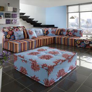 Sofa Young to bezpretensjonalne faktury i kolory tapicerki. Dzięki swemu oryginalnemu wzornictwu świetnie sprawdzi się jako mocny akcent we wnętrzu. Fot. Primavera