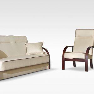 """Komplet wypoczynkowy """"Lux"""" składa się z wersalki trzyosobowej oraz dwóch foteli. Wersalka posiada funkcję spania oraz pojemnik na pościel. Fot. Exlne"""