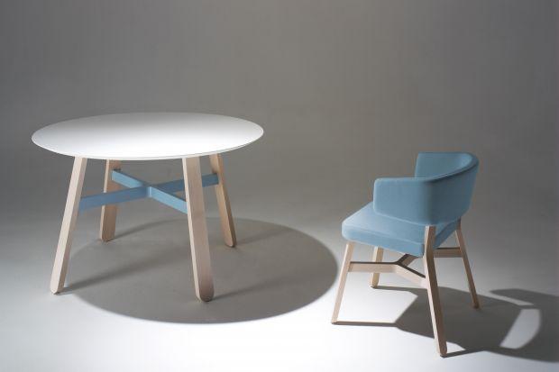 Wybierając meble, często musimy akceptować twórczy zamysłprojektanta. I choć wygląd krzesła, sofy czy stołu wydaje się nam piękny - rezygnujemy, bo kolor nie pasuje do wnętrza. Pomyślał o tym włoski designer Emilio Nanni i stworzył gusto