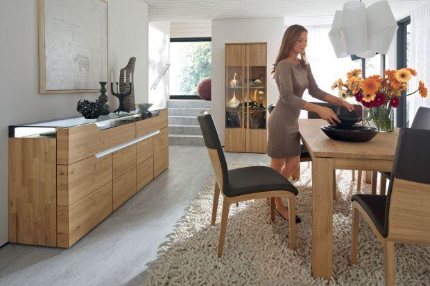 Doskonale urządzona jadalnia powinna być równie kusząca, jak potrawy, które stawiamy na stole. Zobacz 15 kolekcji do jadalni w jasnych kolorach drewna, które sprawią, że twoja jadalnia będzie piękna i przytulna.