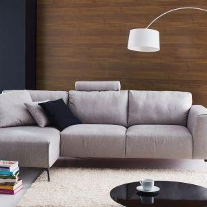 Sofa Calvaro posiada piękne przeszycia oraz nogi o niebywałym kształcie, co sprawia, że całość prezentuje się niezwykle estetycznie. Fot. Etap Sofa