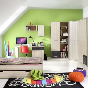 Avans to kolekcja mebli zarówno do pokoiku przedszkolaka, dziecka w wieku szkolnym oraz singla. Linia oferuje pojemne regały, szafy, półki, komody, biurko oraz łóżko z pojemnikiem na pościel. Fot. Helvetia Wieruszów