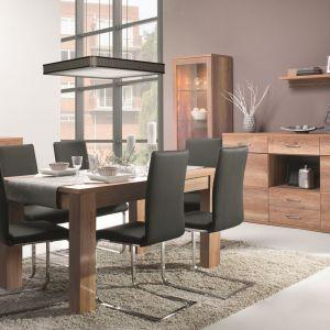 Jadalnia Fado marki Wajnert ma proste, klasyczne kształty, które podkreślono nowoczesnymi krzesłami na płozach. Fot. Wajnert