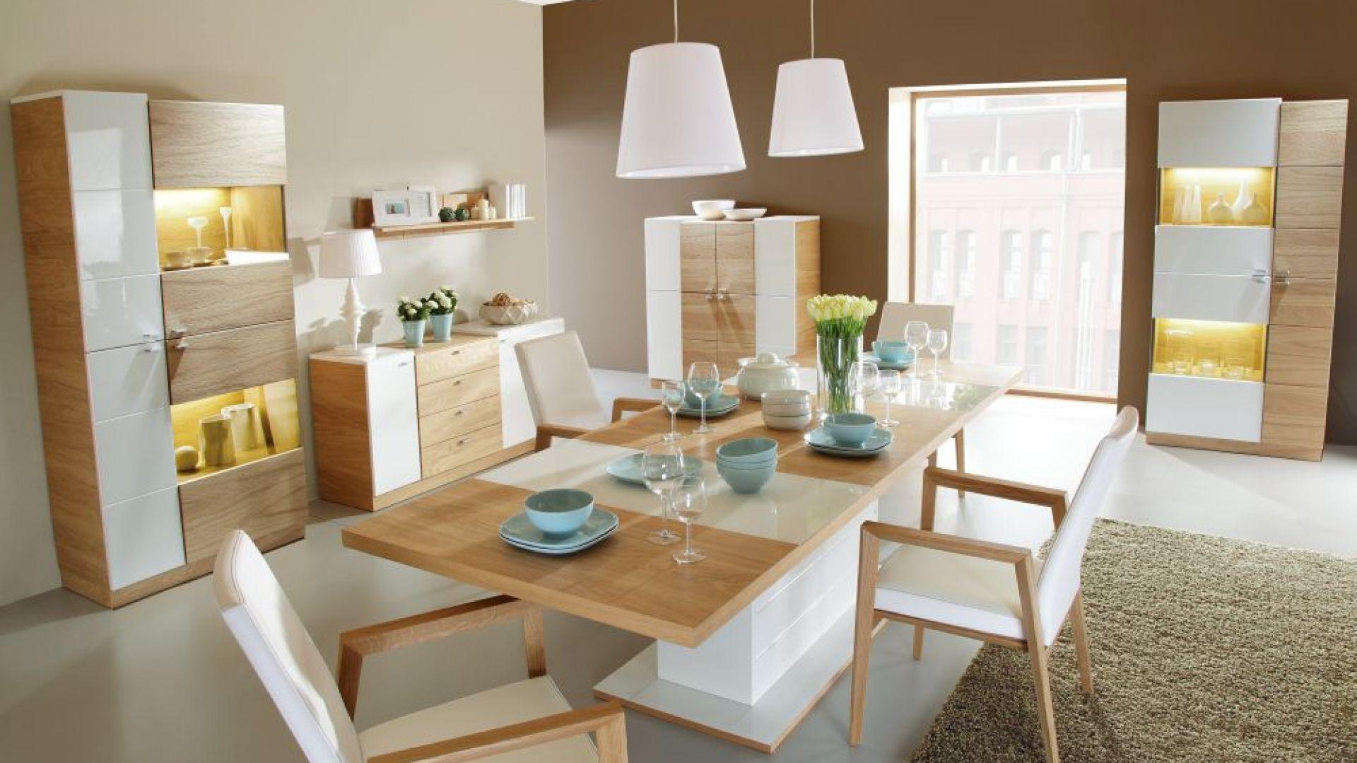 Jadalnia Modern łączy w sobie jasne ciepłe drewno i nieskazitelną biel. Fot. Paged Meble
