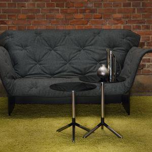 Blanket sofa to mebel, który posiada tapicerkę jak koc. Ułożona na oparciu tkanina pozwala na lekkie zakrycie się i odgrodzenie, w chwili kiedy potrzebujemy spokoju. Fot. Materia