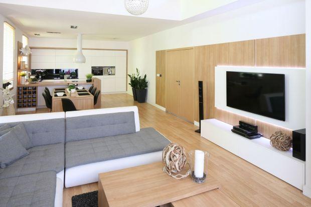 Szukasz pomysłu, jak w ciekawy sposób ustawić telewizor w salonie? Sprawdź nasze propozycje.