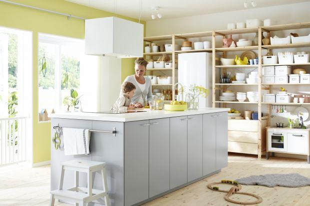 Jak sprawić, by duża kuchnia stała się przytulna i bardziej funkcjonalna? Zbuduj w niej wyspę! Zajrzyj do galerii zdjęć i zobacz jak możesz ją nowocześnie urządzić.
