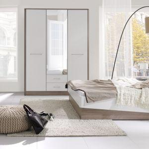 Sypialnia Liverpool dostępna w najmodniejszym połączeniu drewna z kolorem białym w połysku. Łóżko ma modny, asymetryczny kształt. Fot. Stolwit