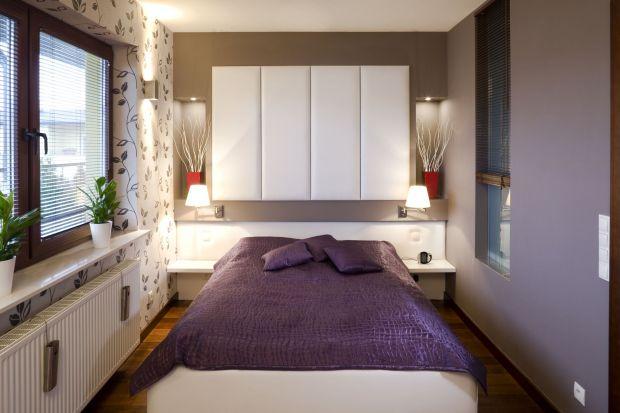 Nie sposób przecenić znaczenia tego, w jaki sposób urządzimy naszą sypialnię. To miejsce, w którym wypoczywamy po ciężkim dniu pracy. Powinna więc być zaaranżowana w taki sposób, byśmy czuli się w niej komfortowo i wygodnie. Jak to zrobić?